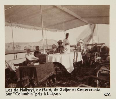 Fotografi. von Hallwyls, de Marés, von Geijers och Cedercrantz ombord på ångfartyget Columbia. Fotot är taget i Luxor, Egypten.
