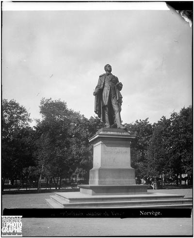 Statue de Henrik Wergeland (1808-1845), écrivain norvégien.