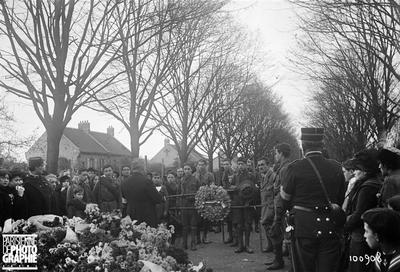 Guerre 1914-1918 - La Toussaint au cimetière de Pantin