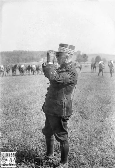 Le général Chomer, aux manœuvres de l'Est