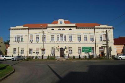 Füzesgyarmat, Városháza