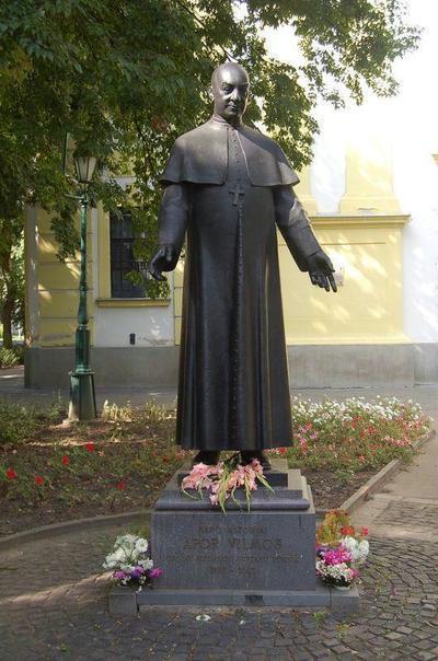 Gyula, Apor Vilmos szobra
