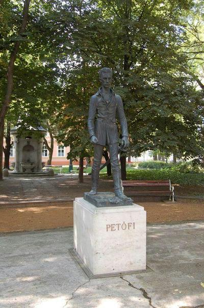 Gyula, Petőfi Sándor szobra