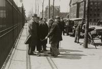 Dijkgraaf en hoogheemraden van Schieland controleren de schuifafsluiters van de persbuizen van he..., 29 april 1938
