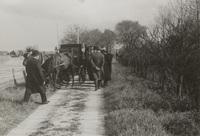 Het schouwgezelschap van Schieland op de Groenedijk bij Groot Hitland, 29 april 1938