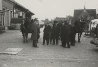 Het schouwgezelschap van Schieland voor het station van Gouda, 29 april 1938