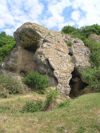 Locuire în peșteră de la Târgușor - La Adam