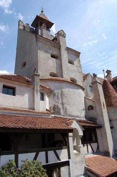 Wehrhafte Törzburg (oder Schloss Bran), 1377 bei Brasov in Siebenbürgen erbaut. Burgherr Vlad Tepes, ein kriegerischer Fürst der Walachei, wurde als Dracula durch den englischen Schriftsteller Bram Stocker eine weltbekannte Romanfigur. Rumänien, April 2007