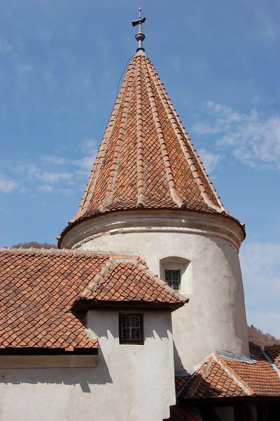 Bergfried der Törzburg (Schloss Bran) bei Brasov in Siebenbürgen, Rumänien. 1377 erbaut. Fürst Vlad Tepes, der dort residierte, wurde als Dracula durch den englischen Schriftsteller Bram Stocker zur weltbekannten Romenfigur