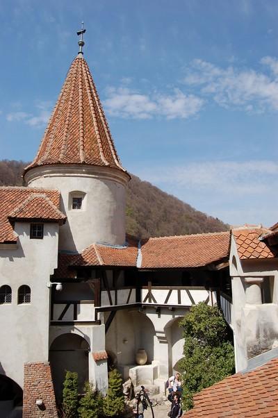 Schloss Bran oder Törzburg 1377 bei Brasov in Siebenbürgen erbaut, Fürst Vlad Tepes (Dracula) residierte dort im Mittelalter. Der englische Schriftsteller Bram Stocker machte Dracula zur Romanfigur