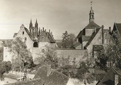 Blick von Westen auf Augustiner Chorherrenstift St. Afra, ehem. Stiftskirche und Ökonomiehof mit Propstei und Pönitenzturm