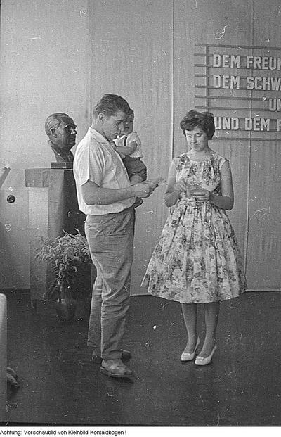 Dresden. Kommunalwahl 1961, u.a. Kundgebung auf dem Altmarkt mit Kurt Hager; Wahlwerbung und Wahlen, 17. September 1961