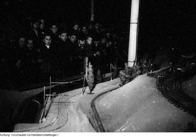 Dresden, Kurt-Fischer Platz (Olbrichtplatz), Nordhalle, Weihnachtsmesse, 1. Dezember 1950