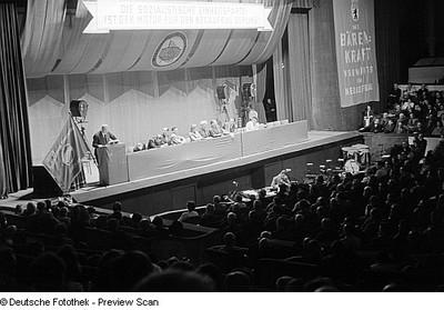Aufnahmen der 1. Funktionärskonferenz der SED im alten Friedrichstadtpalast in Berlin