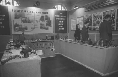 Aufnahmen der Ausstellung Betriebe in der Hand des Volkes in Zeitz