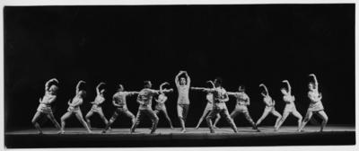 Szenenbild aus der Tanzsuite I auf Musik von Franz Schubert unter Leitung von Kurt Striegler. Staatsoper Dresden, 20.11.1928 (zusammen mit Die Weiberverschwörung von Franz Schubert in der Neubearbeitung von Fritz Busch)