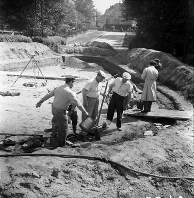 Szökőkút építése a Múzeum előtt