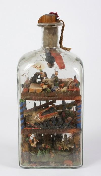Pincefokos üveg, benne faragásokkal
