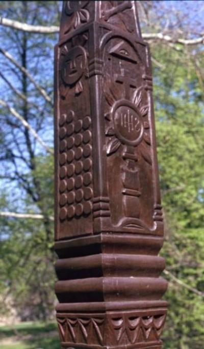 Monstrancia és Istenszem, illetve nap és Júdás 30 ezüstpénze a 4760.-as feszületen.