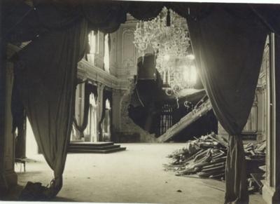 A királyi palota romos trónterme.