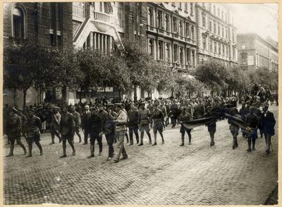 Az ellenforradom alatt elesett vörös katonák temetése