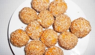 Сусамови топчета от качамак
