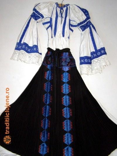 Costum popular femeiesc din satul Răchiţele