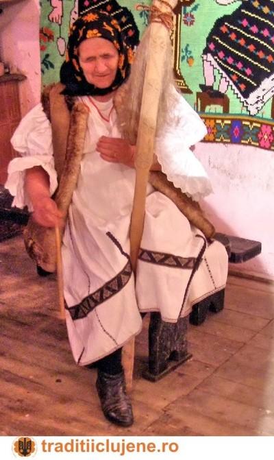 Costum popular femeiesc din satul Mărişel