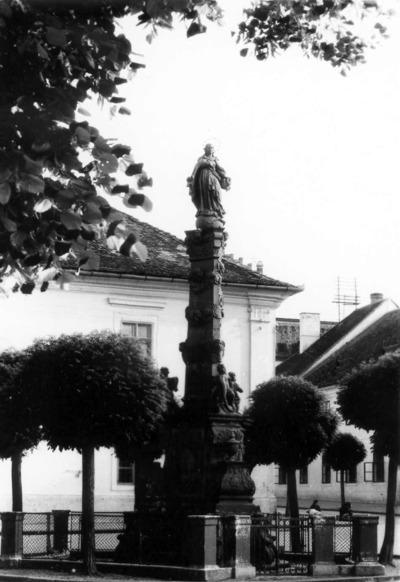 Statuia Fecioarei Maria (strada Universităţii)
