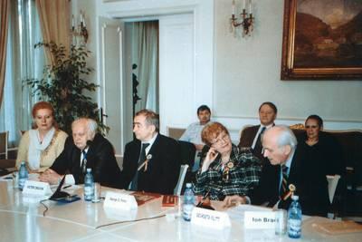 Ion Brad împreună cu Victor Crăciun, George G. Potra, Georgeta Filitti şi Lia Stoica