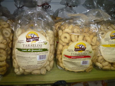 tarallini crackers in bags