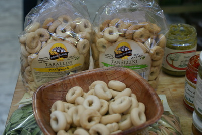 tarallini italian snack crackers with tasting sample