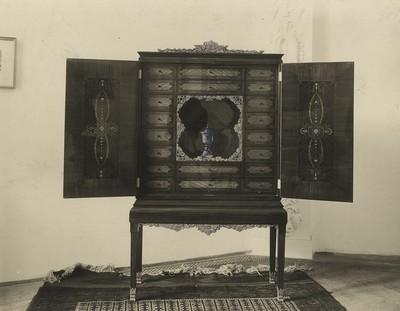 Műtárgyfotó - szalonszekrény az Iparművészeti Társulat 1925. évi kiállításán