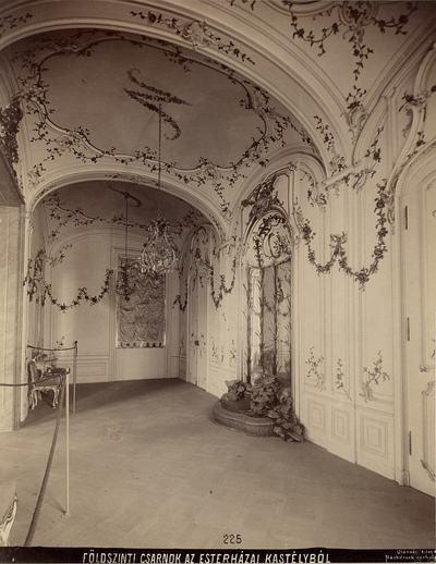 Kiállításfotó - a fertődi Esterházy-kastély sala terrenájának rekonstrukciója a millenniumi kiállításon