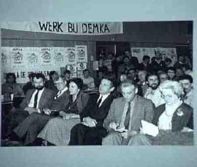 Presentatie zwartboek Voorste rij 3e, 4e, 5e van links: resp Wethouder Ten Cate en directeuren Beyen en Lugard