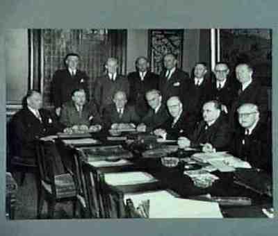 De ministerraad overlegt met Romme Plaats personen aangegeven bij foto