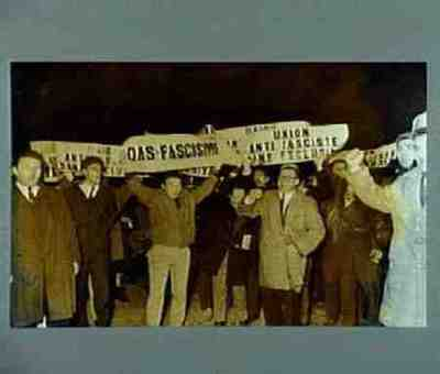Manifestation contre l'O.A.S. après l'attentat a la bombe du Quai d'Orsay. Texte au verso