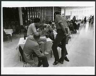 In de RAI Vooraan zittend, tweede van rechts, Van Dam