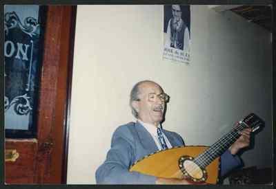 Youssef Hagège au luth, années 1990