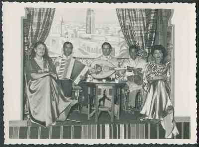 Groupe de musique orientale, années 1950.