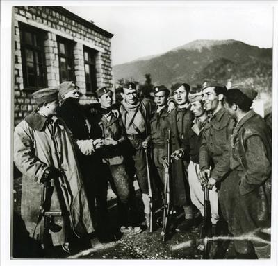 Η πρώτη υποδειγματική Διμοιρία ΕΠΟΝ-ΕΛΑΣ στο Καρπενήσι. Ιδρύθηκε τον Απρίλη του 1943