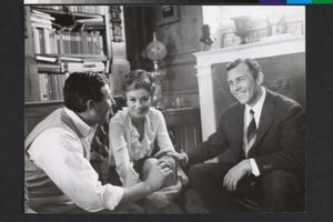 Anouk Aimée, Paolo Spinola e Paolo Ferrari, in visita, sul set de La fuga (Paolo Spinola, 1964)