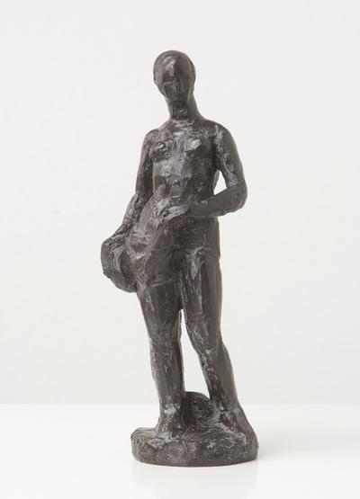 Een bronzen beeld uit 1958 geiteld: Studie staande vrouw,