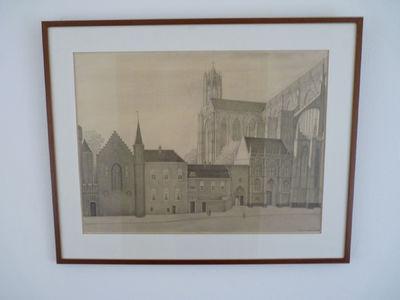 Op de voorgrond een rijtje gebouwen. Aan de rechterkant, een beetje op de achtergrond, van het schilderij een stuk van een hele grote kerk of kathedraal in gotische stijl.