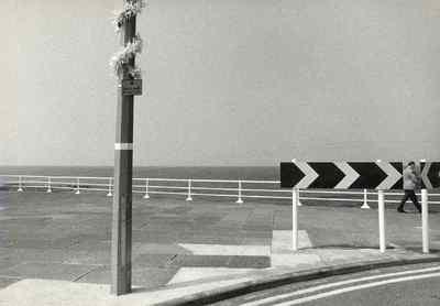 Bocht in de weg, bij Engelse kust.
