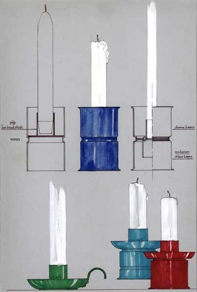 Ontwerptekening van een serie kandelaars. Boven drie cylindervormige kandelaars met een strakke inkneping in het midden. Links een doorsnede; midden een blauwe cilindervormige kandelaar, waarvan de boven- en onderrand iets uitloopt. Rechts een doorsnede van eenzelfde kandelaar, echter de kandelaar is aan twee kanten te gebruiken voor dikken en dunne kaarsen. Links onder een groene blaker met halfronde handgreep; rechts een blauwe en een rode kandelaar, cilindervormig met druppelvangers;