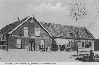 Gochse Koffiehuis aan het Klaphek in 1935, was tevens bakkerij en verkocht grutterswaren, met personen en motorfiets
