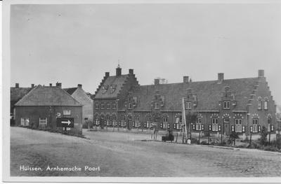 Arnhemsepoort met dijkafrit, oudhollandse trapgevelbebouwing en winkel-woonhuis van de familie Bosman