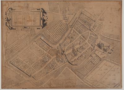 Plattegrond van Culemborg. Links boven een cartouche met verklarende nummers; daar boven het wapen en onderschrift van Ernst Frederik van Saksen Hildburghausen, graaf van Culemborg. Heruitgave van de 17e eeuwse plattegrond. Let op de weggeradeerde spits van de Barbarakerk.