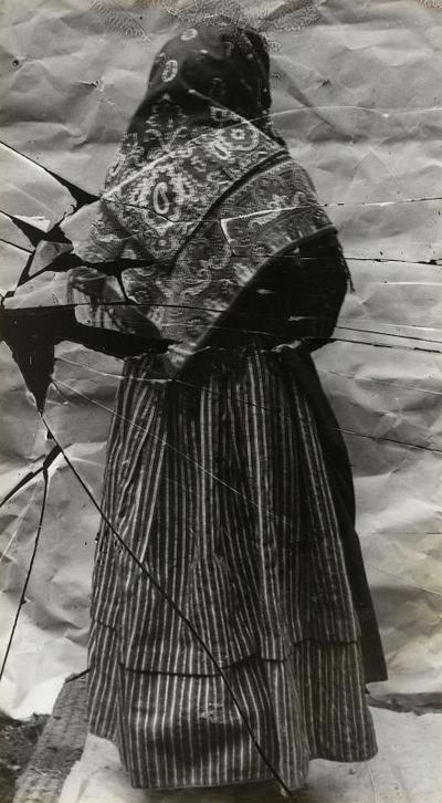 Vrouw in streekdracht uit Stein, circa 1913-1916